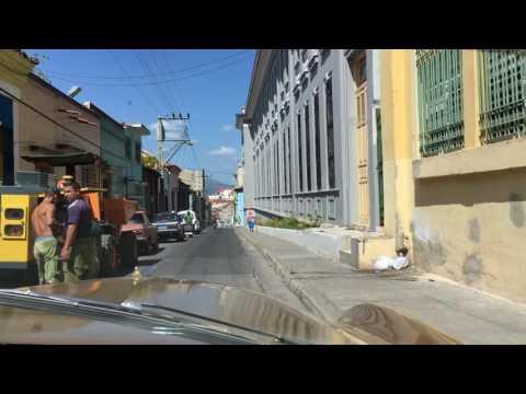 Im Ford Oldtimer durch die Gassen von Santiago de Cuba