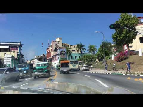 Fahrt durch Santiago de Cuba im Ford Oldtimer