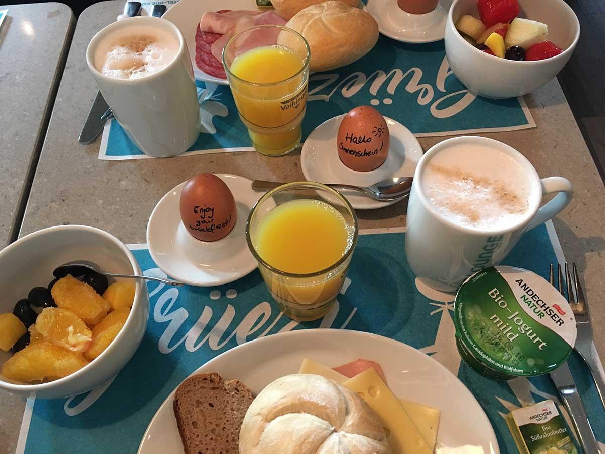 Frühstück im Motel One Berlin Potsdamerplatz © Ines Erlacher und Thomas Mussbacher