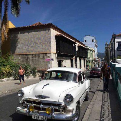 Ältestes Haus und Oldtimer Parque Cespedes Sehenswertes in Santiago de Cuba - das ursprüngliche Kuba - Fidel Castro Revolution - Reisebericht, Ausflüge und Tipps www.gindeslebens.com