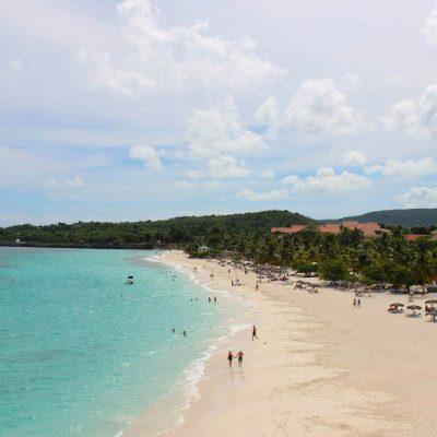 Blick auf die Playa Esmeralda vom Las Guanas Trail Kuba Karibik Naturschutzgebiet www.gindeslebens.com