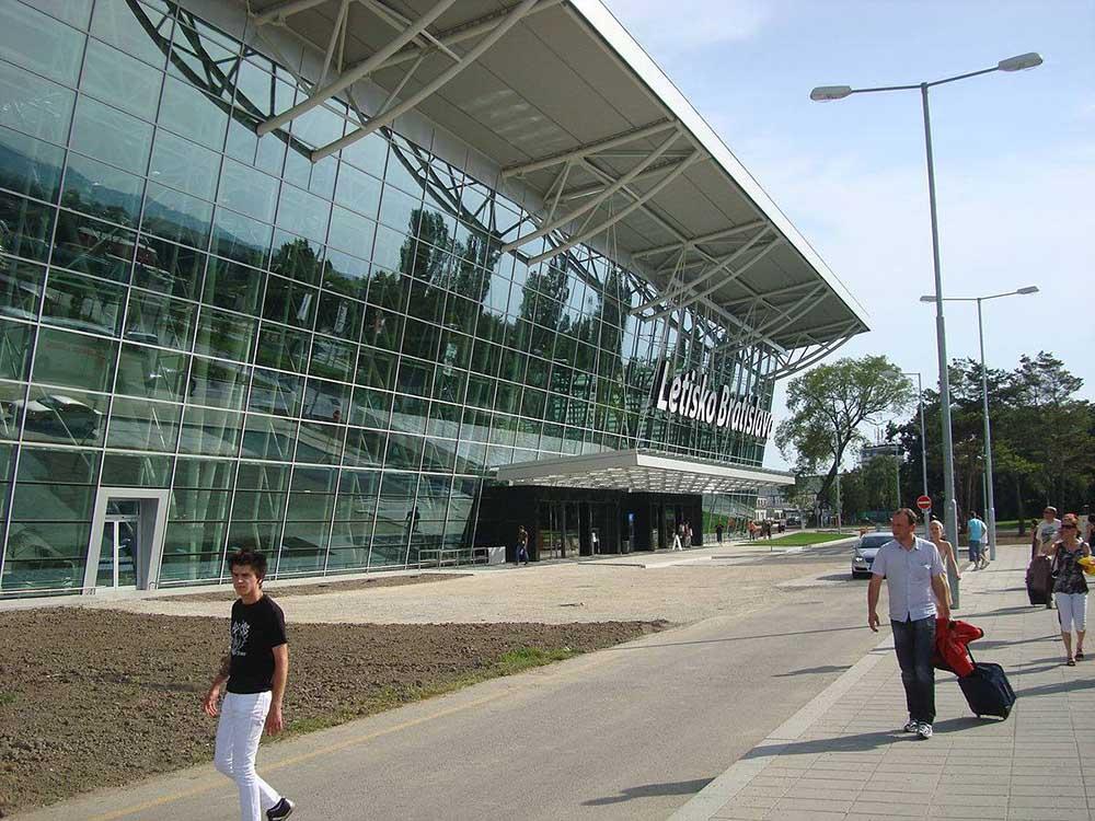 Flughafen Bratislava Quelle Wikipedia