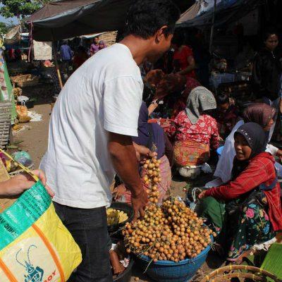 Ausflug Monkey Forrest Lombok Einkaufen am Markt Pasar Gunungsari Lombok Indonesien Asien Hoteltipp, Sehenswertes und Reisebericht Lombok unbekannte Perle Indonesiens www.gindeslebens.com
