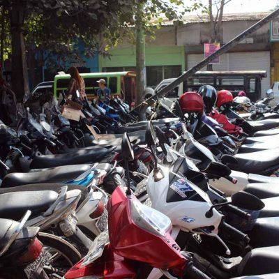 Parkplatz Markt Pasar Gunungsari Lombok Indonesien Asien Hoteltipp, Sehenswertes und Reisebericht Lombok unbekannte Perle Indonesiens www.gindeslebens.com