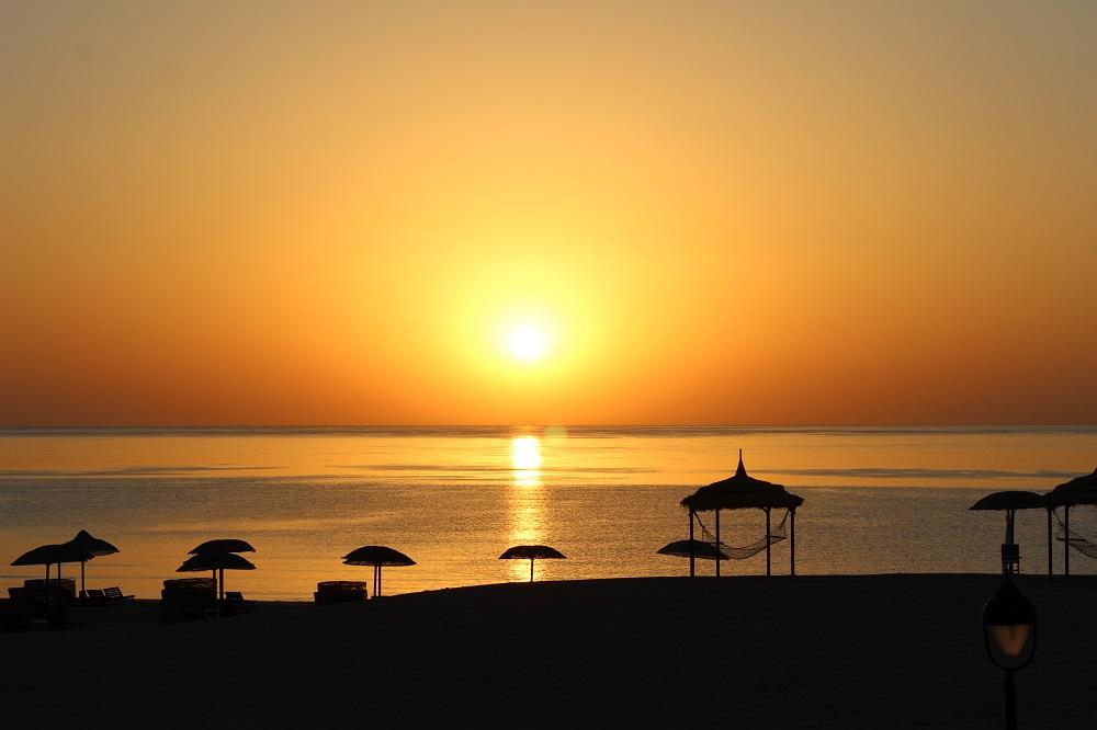 Sonnenaufgang am Strand Hotel Gorgonia Beach Marsa Alam Ägypten Tauchparadies in der Krise Afrika www.gindeslebens.com