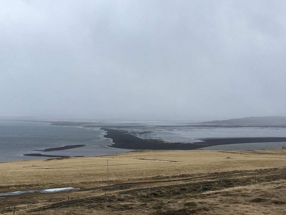Ausblick Hvitsekur Halbinsel Vatnsnes Islands Norden Roadtrip Island gindeslebens.com © Thomas Mussbacher und Ines Erlacher
