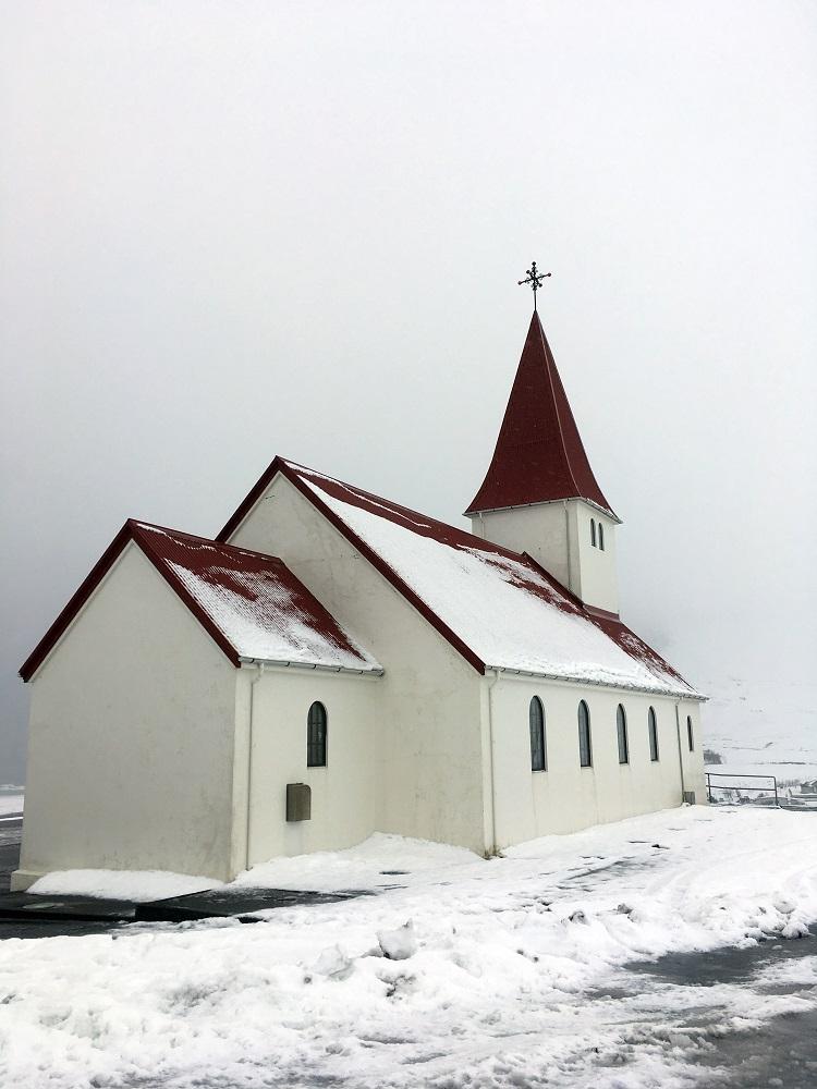 Kirche Vik Island Roadtrip Südküste gindeslebens.com © Thomas Mussbacher und Ines Erlacher