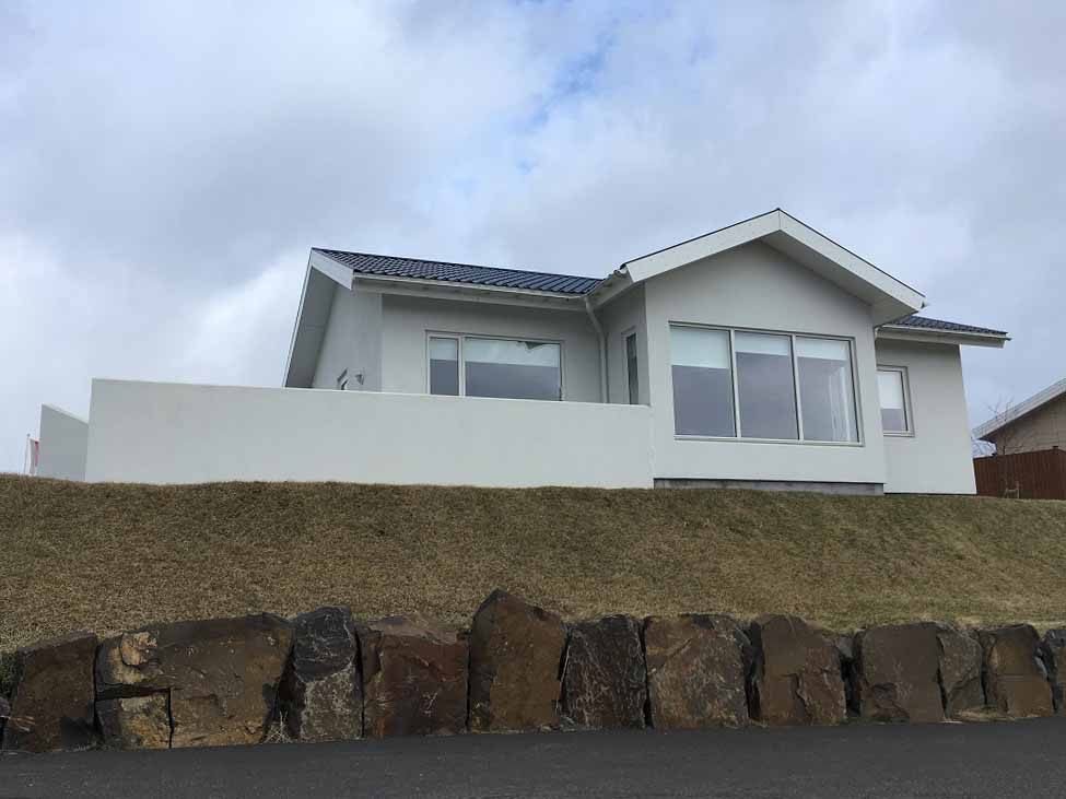 Saelhus Apartments and Houses - Fahrt entlang der Ostküste - Roadtrip Islands Ostküste www.gindeslebens.com © Ines Erlacher und Thomas Mussbacher