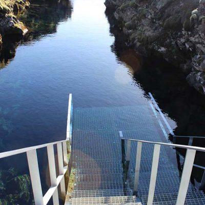 Einstieg Die Silfra Spalte Silfra Spalte, Þingvellir Nationalpark und Þingvallakirkja Roadtrip Island gindeslebens.com © Thomas Mussbacher und Ines Erlacher