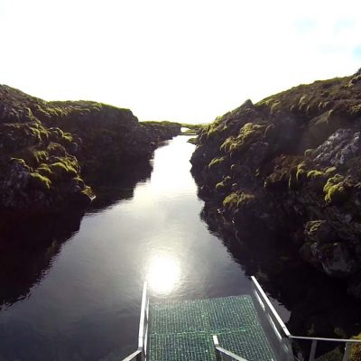 Blick auf die Silfra Spalte Silfra Spalte, Þingvellir Nationalpark und Þingvallakirkja Roadtrip Island