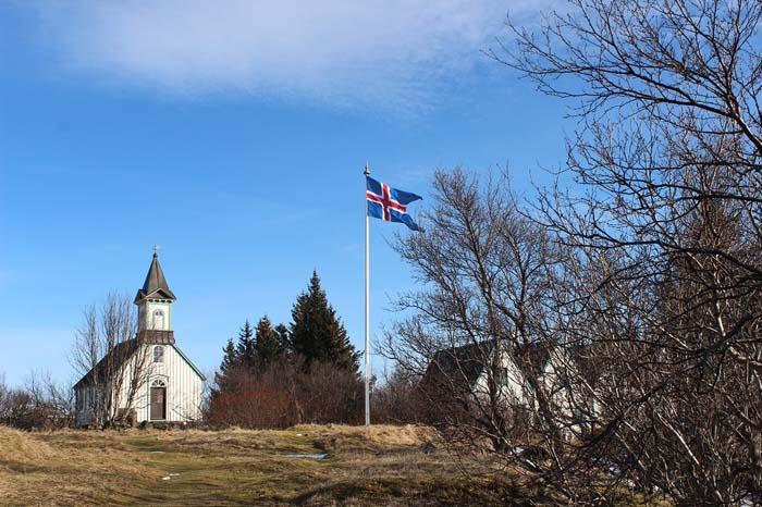 Die Þingvallakirkja - Silfra Spalte, Þingvellir Nationalpark und Þingvallakirkja Roadtrip Island gindeslebens.com © Thomas Mussbacher und Ines Erlacher