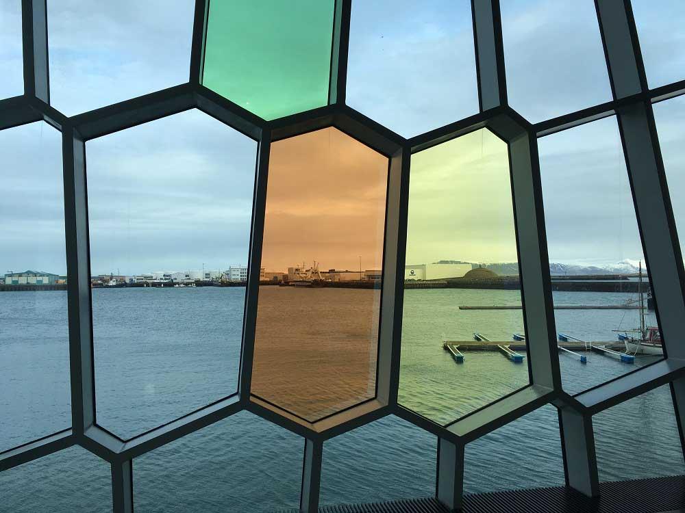 Blick aus der Harpa Island Roadtrip Reykjavik und Keflavik © www.gindeslebens.com