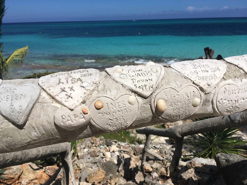 Herzen am Strand Paradisus Rio de Oro Kuba Heiratsantrag und Hochzeit im Ausland www.gindeslebens.com