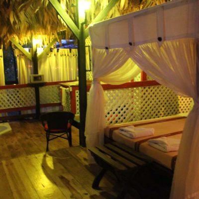 Innenansicht Abenteuer Glamping im Dschungel Costa Ricas Almonds & Corals www.gindeslebens.com