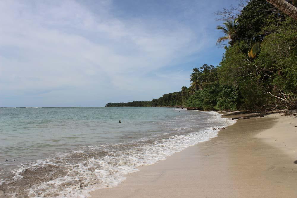 Strand mit Bademöglichkeit Nationalpark Cahuita Costa Rica www.gindeslebens.com