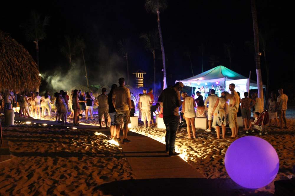 Party im Strand Iberostar Hacienda Dominicus Bayahibe Dominikanische Republik www.gindeslebens.com