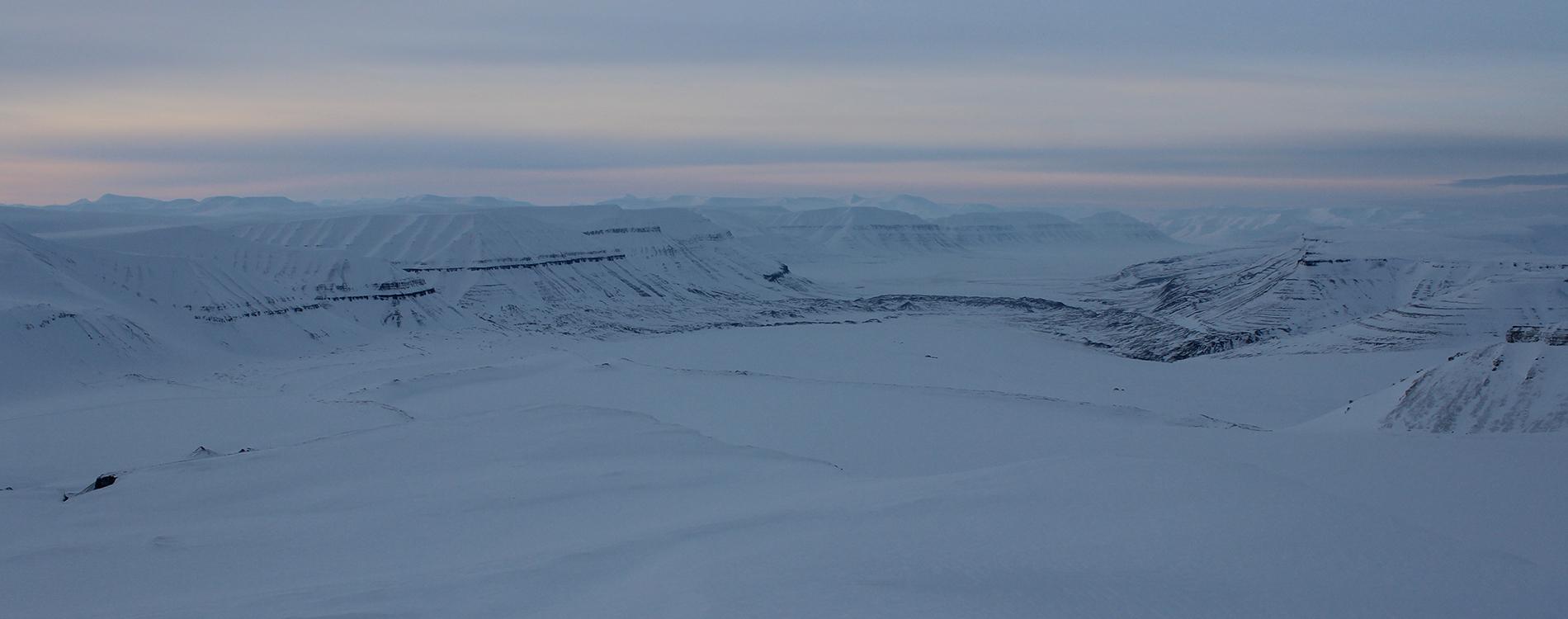 Spitzbergen - mit dem Schneemobil auf Eisbärensuche