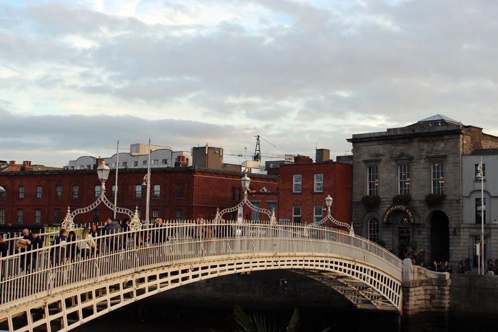 Sehenswürdigkeiten in Dublin Liffey Bridge Ha'penny Bridge www.gindeslebens.com