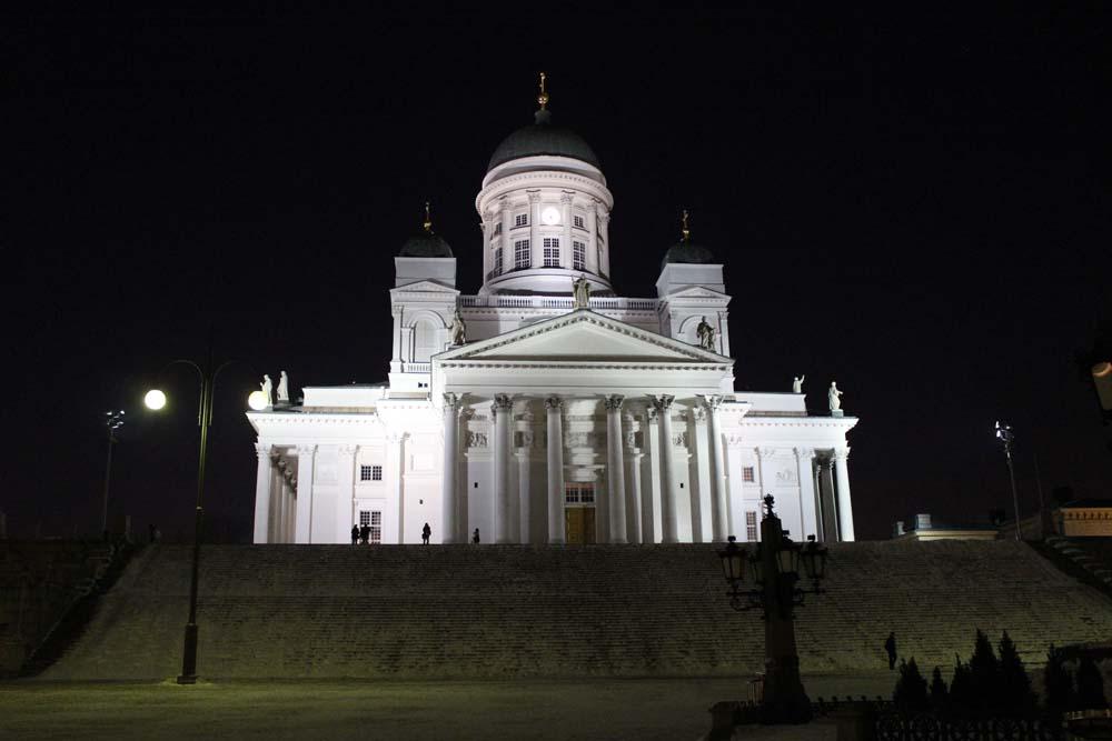 Dom Helsinki bei Nacht Sehenswürdigkeiten Helsinki mit der Helsinki Card - Finnland im Winter www.gindeslebens.com