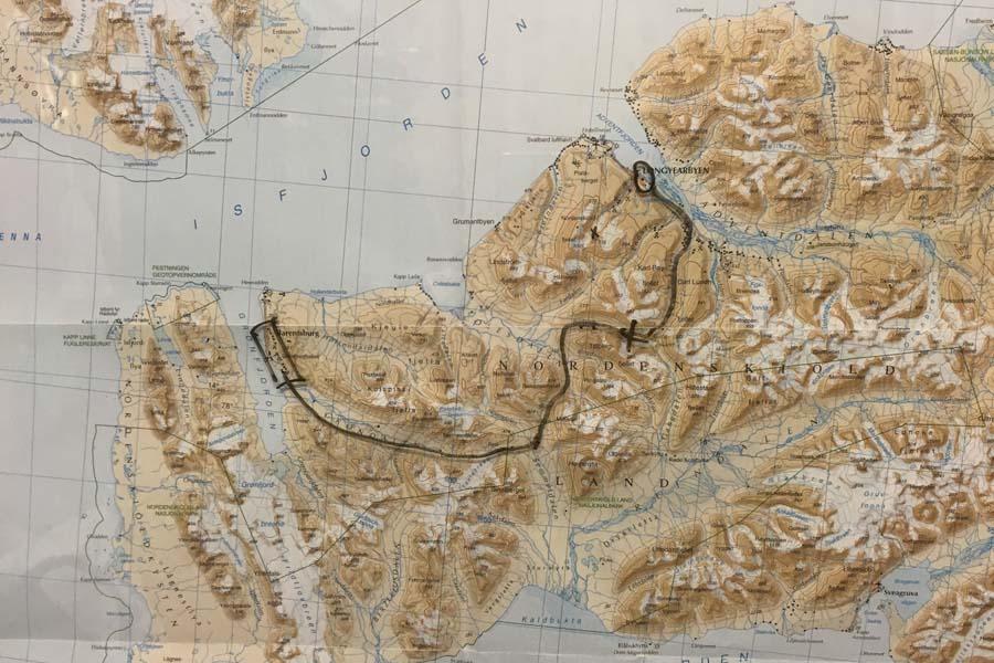 Die Route nach Barentsburg mit dem Schneemobil Spitzbergen Adventures www.gindeslebens.com