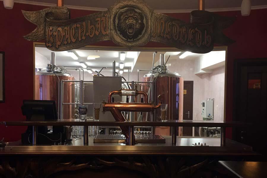 Blick in die Brauerei Krasniy Medved Red Bear Brewery - Schneemobilausflug Spitzbergen Adventures www.gindeslebens.com
