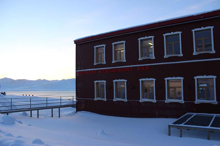 Brauerei Krasniy Medved - Red Bear Brewery - Schneemobilausflug Spitzbergen Adventures www.gindeslebens.com