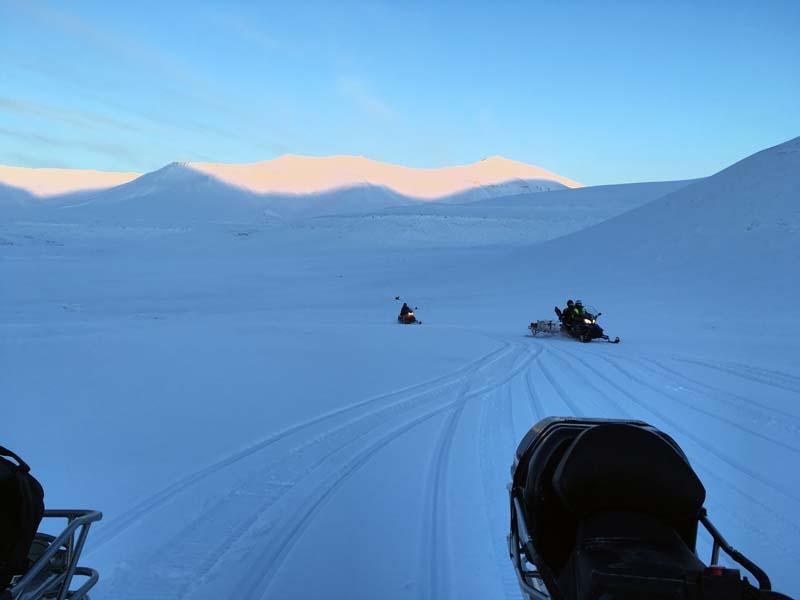 Barentsburg mit dem Schneemobil Spitzbergen Adventures www.gindeslebens.com