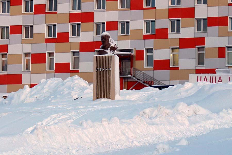 Die zweit-nördlichste Lenin Statue in Barentsburg www.gindeslebens.com