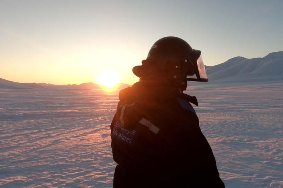 Wir sehen die Sonne - Schneemobilexpedition Barentsburg Spitzbergen Adventures www.gindeslebens.com