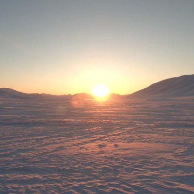 Wir sehen die Sonne - Schneemobilexpedition Barentsburg Spitzbergen Adventures - Wetter Spitzbergen, beste Reisezeit Spitzbergen, Spitzbergen Reise www.gindeslebens.com