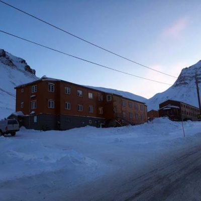 Außenansicht Unterkunft Spitzbergen Gjestehuset 102 Longyearbyen www.gindeslebens.com