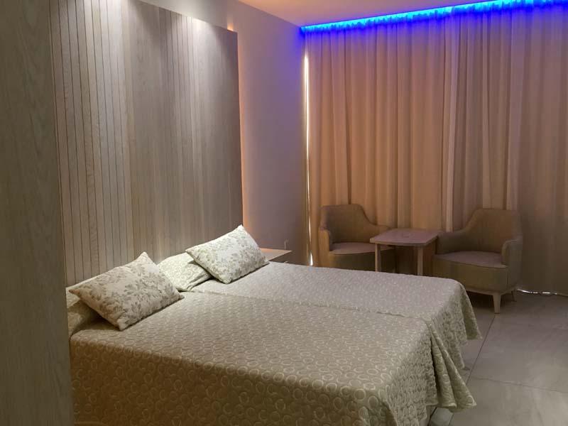 Hotelzimmer Deluxe Wing Tasia Maris Beach Resort Kurztrip nach Ayia Napa Zypern www.gindeslebens.com