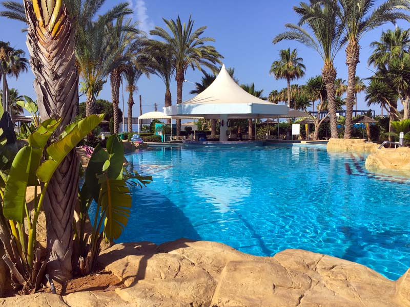 Pool und Poolbar Tasia Maris Beach Resort Kurztrip nach Ayia Napa Zypern www.gindeslebens.com
