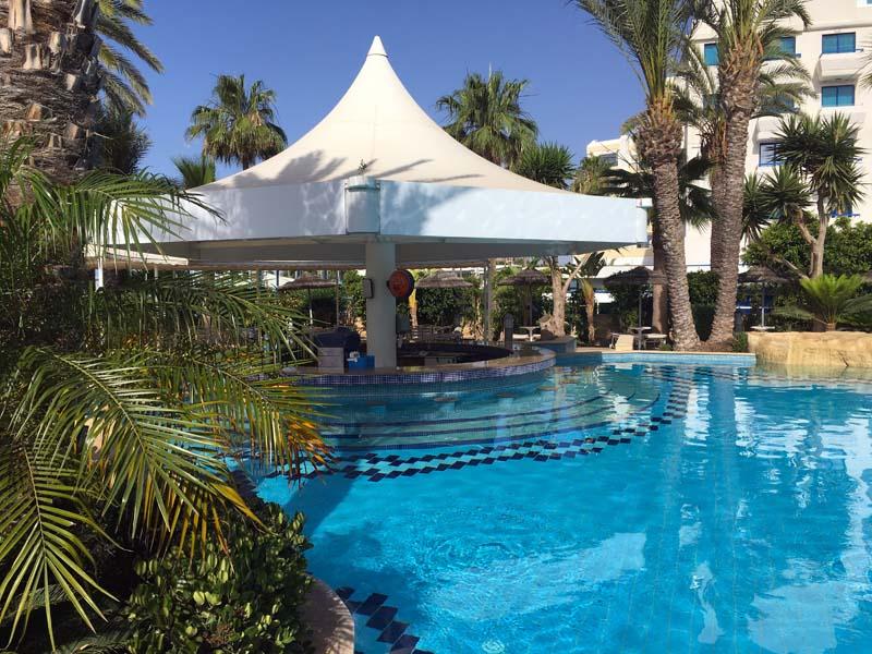 Poolbar Tasia Maris Beach Resort Kurztrip nach Ayia Napa Zypern www.gindeslebens.com