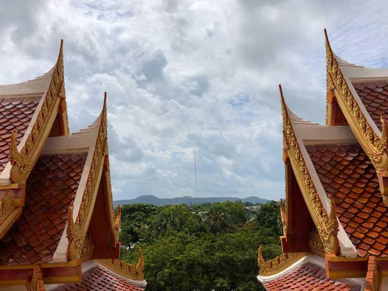 Tempelanlage Wat Chalong Phuket in der Regenzeit - Sehenswertes, Aktivitäten und Tipps www.gindeslebens.com