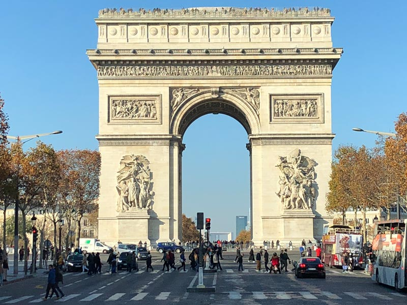 Arc de Triomphe Sightseeing in Paris mit dem Hop-on Hop-off Bus