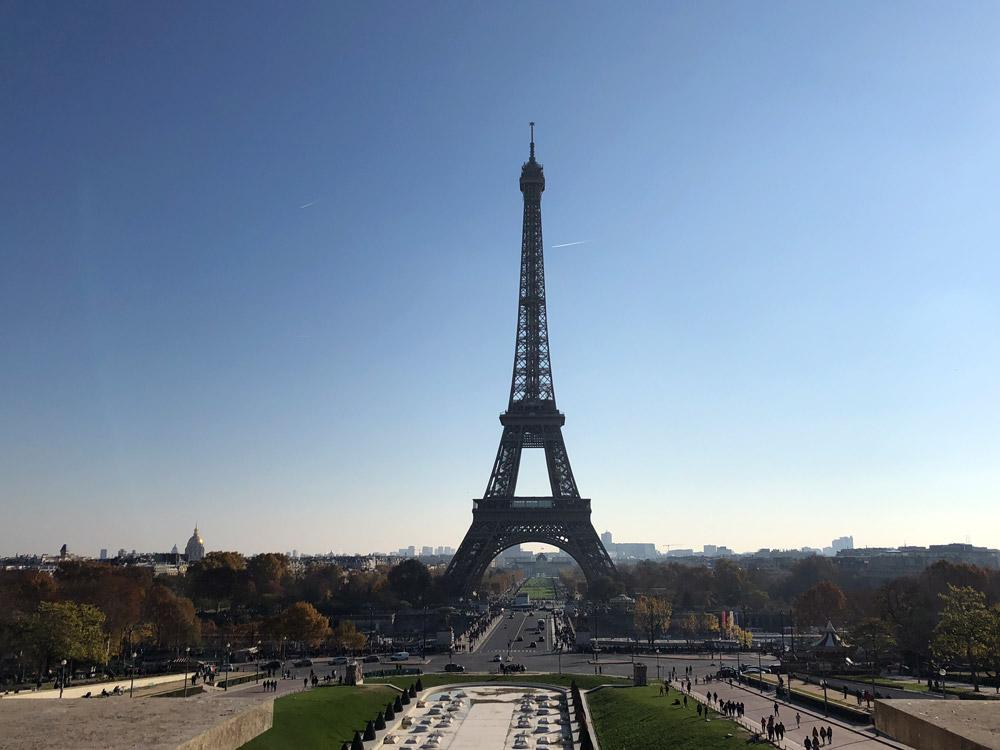 Blick vom Palace und den Jardins du Trocadéro auf den Eiffelturm Sehenswürdigkeiten Paris www.gindeslebens.com
