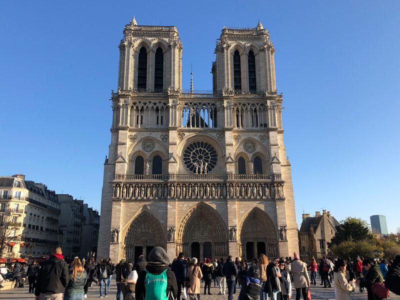 Notre Dame Paris Sehenswürdigkeiten - Highlights, Tipps, Hotel & Restaurants in Paris www.gindeslebens.com