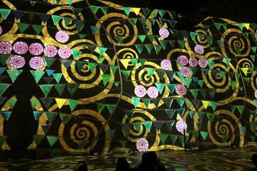 Projektion Friedensreich Hundertwasser Atelier de Lumierés Paris Sehenswürdigkeiten und Highlights www.gindeslebens.com