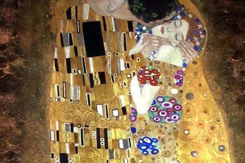 Projektion Der Kuss Gustav Klimt Atelier de Lumierés Paris Sehenswürdigkeiten und Highlights www.gindeslebens.com