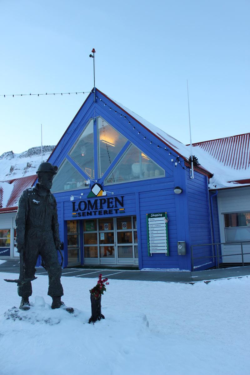 Shoppingcenter in Longyearbyen Spitzbergen Reise - Aktivitäten, Ausflüge und Touren in der Arktis im Winter www.gindeslebens.com