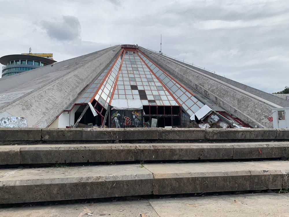 Pyramide von Tirana Albanien www.gindeslebens.com