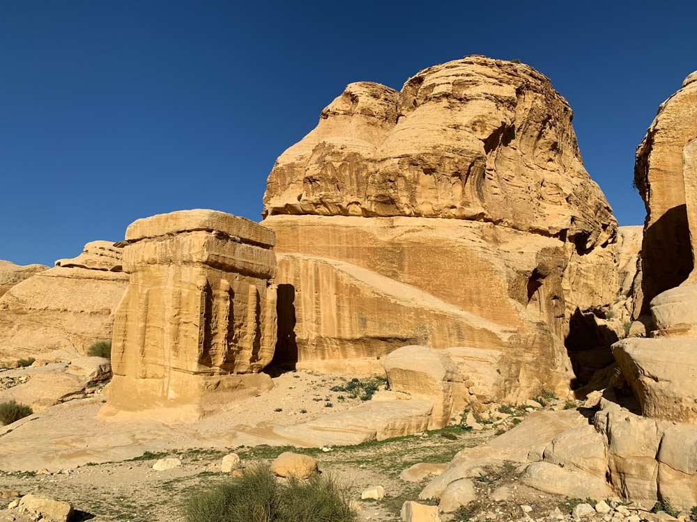 Petra Jordanien Djinn Block am Tor zur Sick - Bab Al Siq - Eintritt, Highlights & Tipps www.gindeslebens.com