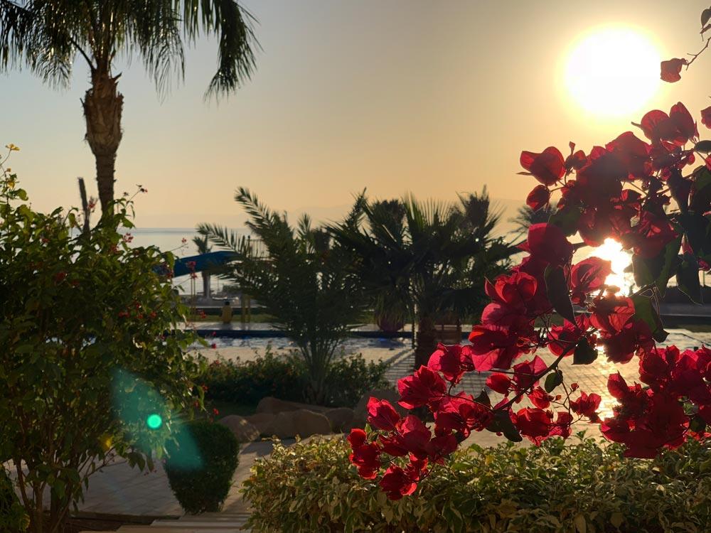 Sonnenuntergang Meerblick Terrasse Suite Jordanien Hotel Tala Bay Resort Aqaba www.gindeslebens.com