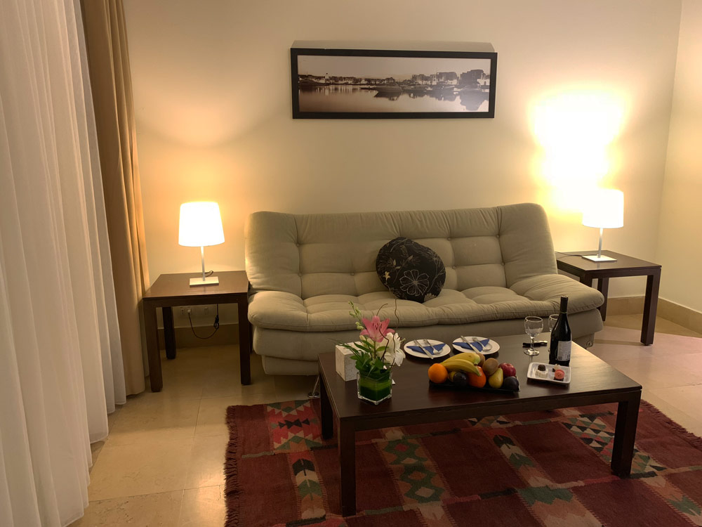 Wohnraum Suite Jordanien Hotel Tala Bay Resort Aqaba www.gindeslebens.com