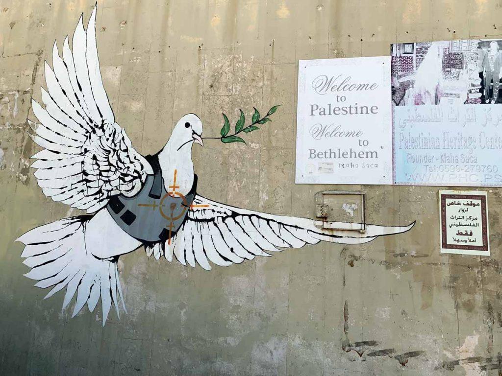 Banksy Mural Friedenstaube Palästina - Palästina und Israel der Konflikt um das Westjordanland www.gindeslebens.com