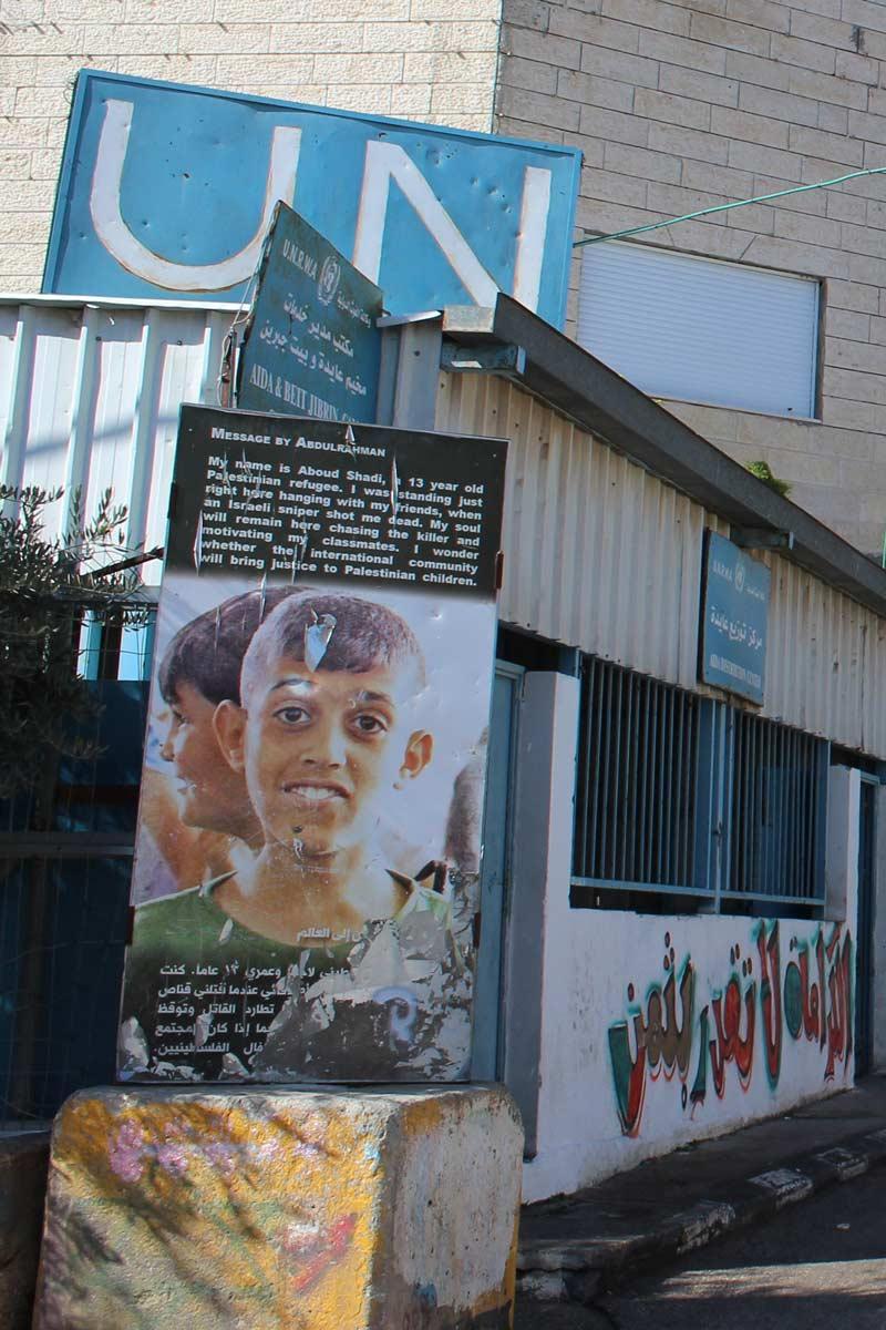 Die Geschichte vom Tod des 13-jährigen Aboud Shadi UN Stützpunkt im Aida Flüchtlingslager Bethlehem Palästina www.gindeslebens.com