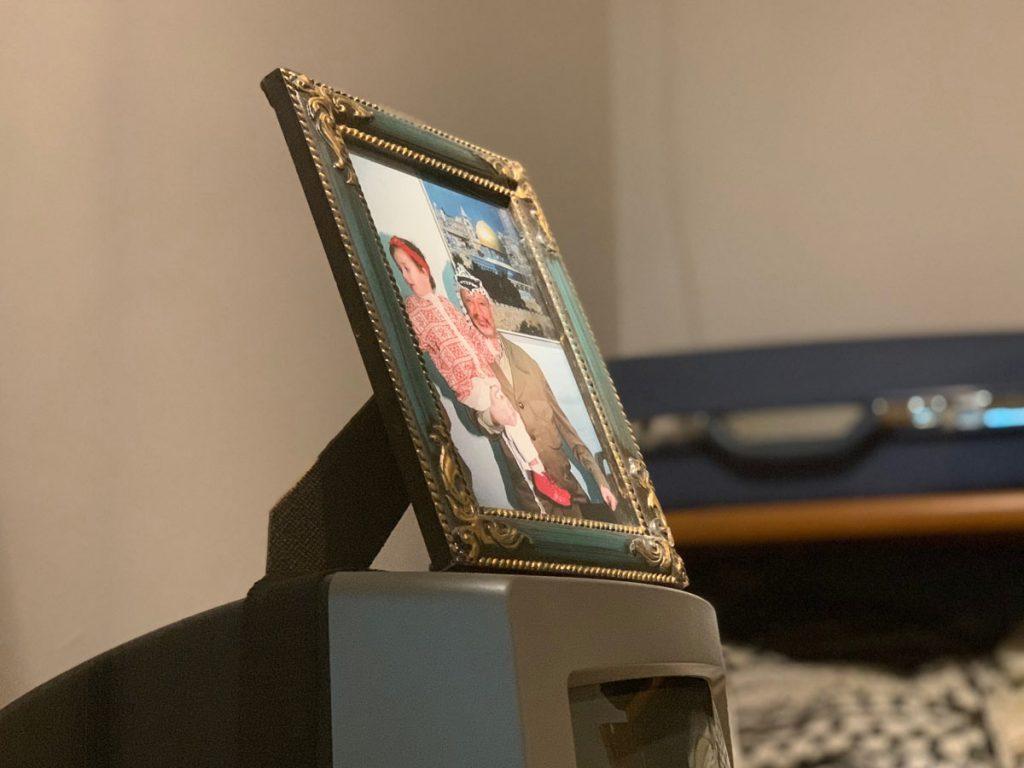 Bild mit seiner Tochter in Arafats Büro www.gindeslebens.com