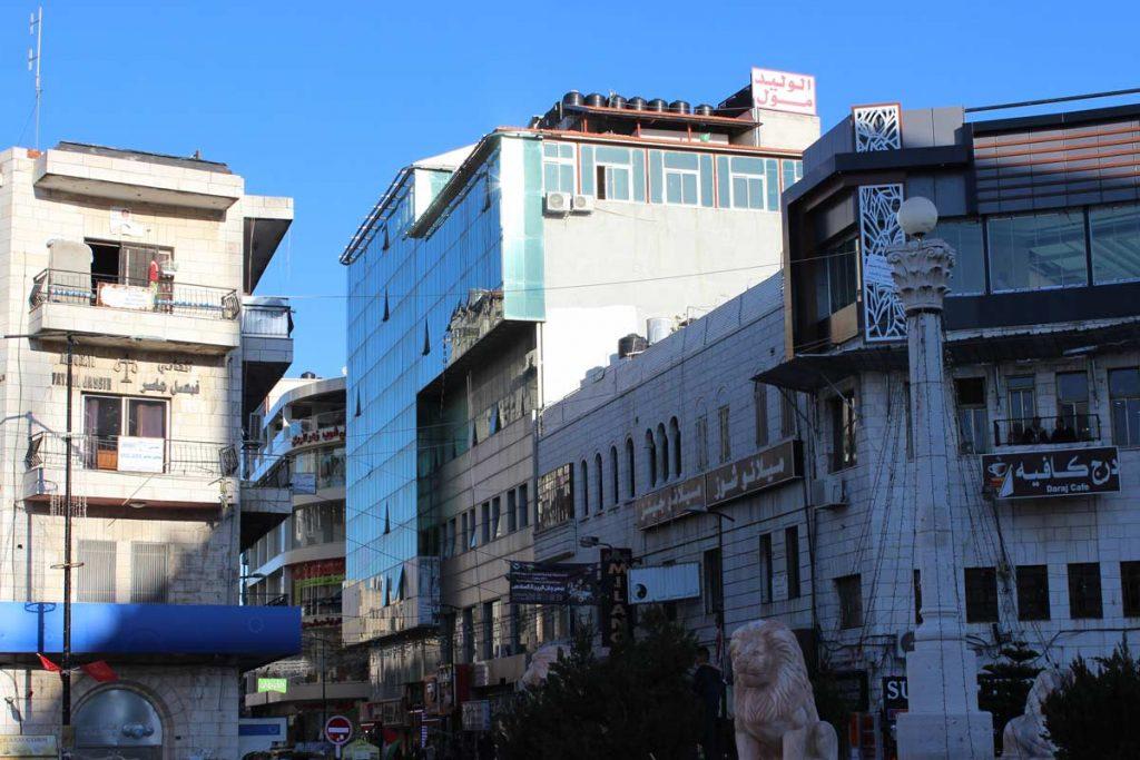 Löwen Statuen und Säule in der Mitte vom Al-Manara-Platz (Manarah-Square) Ramallah Palästina - Sehenswürdigkeiten www.gindeslebens.com