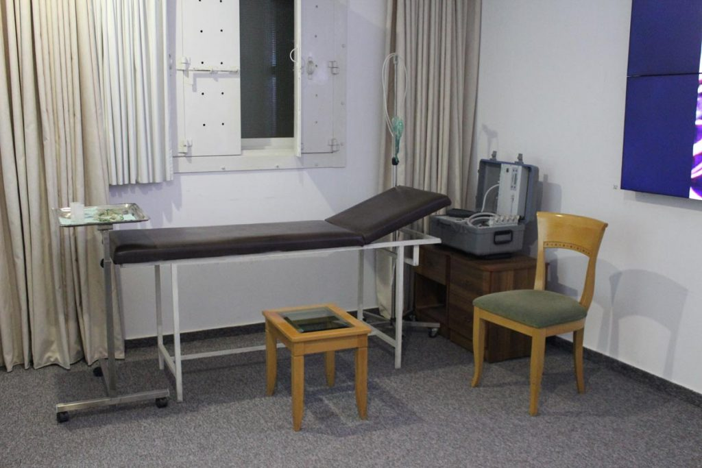 Originalgetreuer Nachbau des Krankenzimmers www.gindeslebens.com